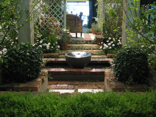 2007 Garden  & Leisure Show. Repitition of rounded forms lead the eye through the composition